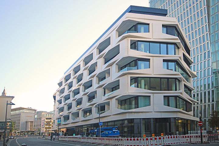 Living Flare of Frankfurt, Große Eschenheimer Straße, Frankfurt/Main, Grenzvermessungen zur Grundstücksbildung, Lageplan und Abstandsflächenplan zum Bauantrag, Absteckung und Schlußeinmessung, Aufmaß Wohnfläche für 57 Wohnungen aus CAD-Planung