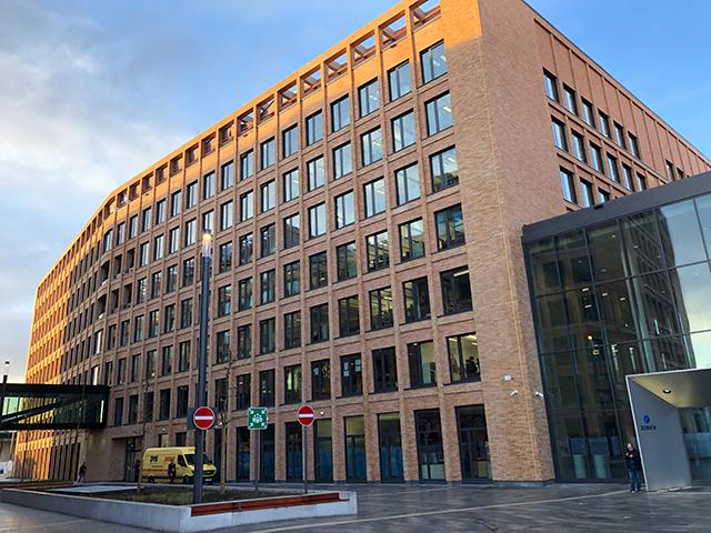 Bürogebäude West 2 am Bahnhof Deutz/Messe in Köln